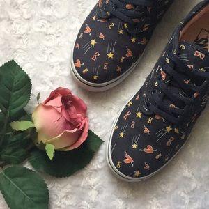 Vans Shoes - 🎉PM Editor's Pick🎉 Vans Shoes Size 6